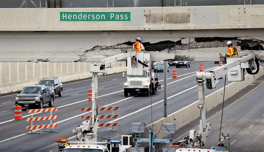 Workers repair the Henderson Pass bridge at U.S. 281 after a southbound 18-wheeler slammed into the overpass Wednesday afternoon. The southbound lanes on 281 headed toward downtown are closed at Henderson Pass and the northbound exit ramp onto Loop 1604 from 281 also is shut. Photo: Edward A. Ornelas, San Antonio Express-News / © 2013 San Antonio Express-News