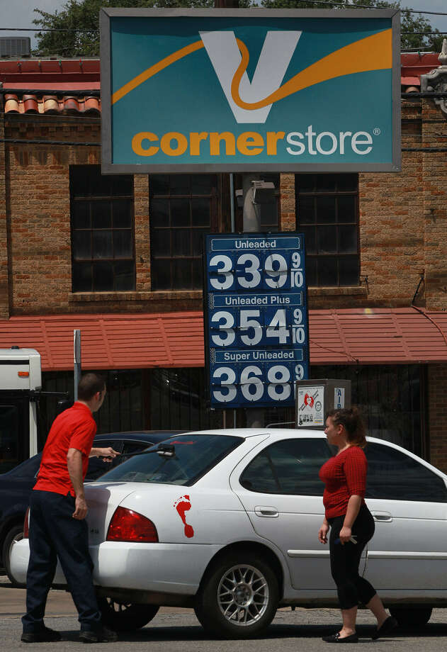 The price of gasoline has dropped 8 cents in the last month and might fall more as September historically has brought a decline in gas prices with the end of the summer driving season. Photo: John Davenport / San Antonio Express-News