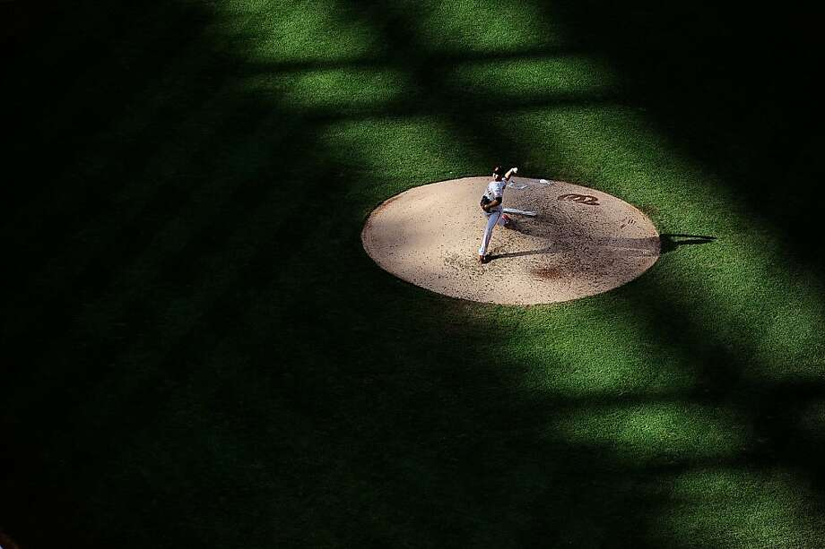 WASHINGTON, DC - AUGUST 15:  Guillermo Moscoso #34 of the San Francisco Giants throws a pitch against the Washington Nationals during a game at Nationals Park on August 15, 2013 in Washington, DC.  (Photo by Patrick McDermott/Getty Images) Photo: Patrick McDermott, Getty Images