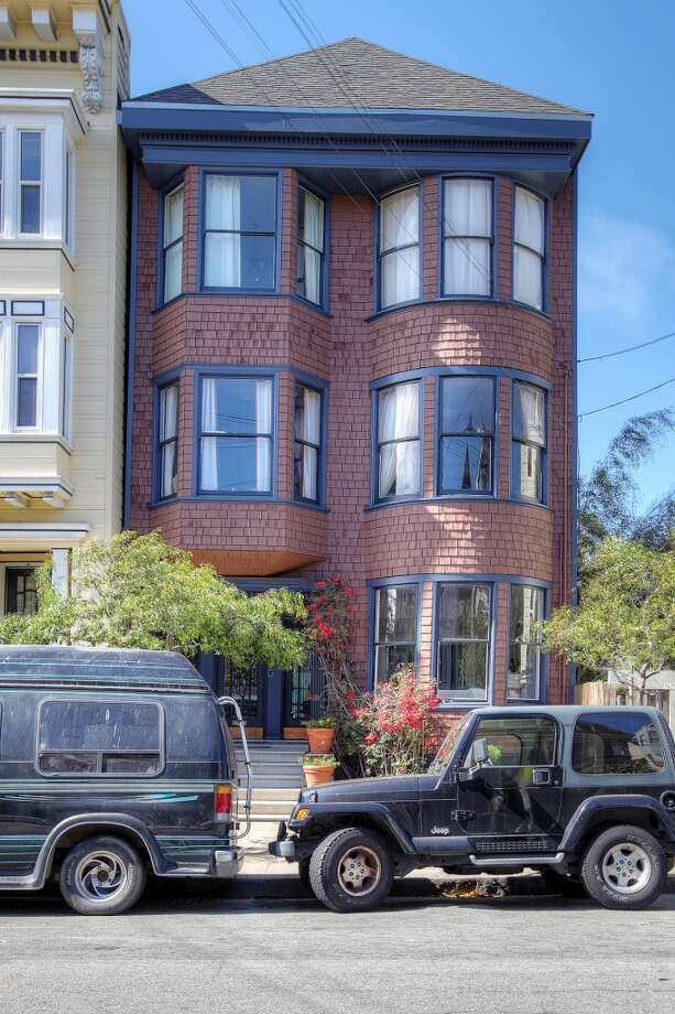 This 3 bed, 1.5 bath flat is located in the bustling Haight neighborhood. Photo: Lauren Cassidy