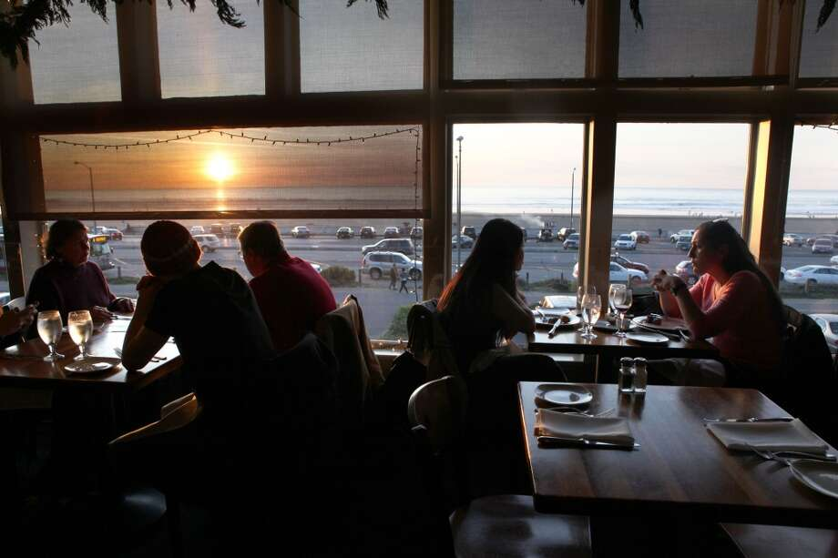 Beach Chalet: Sunset over Ocean Beach draws many to this second-story brewpub in San Francisco. Photo: Liz Hafalia, The Chronicle