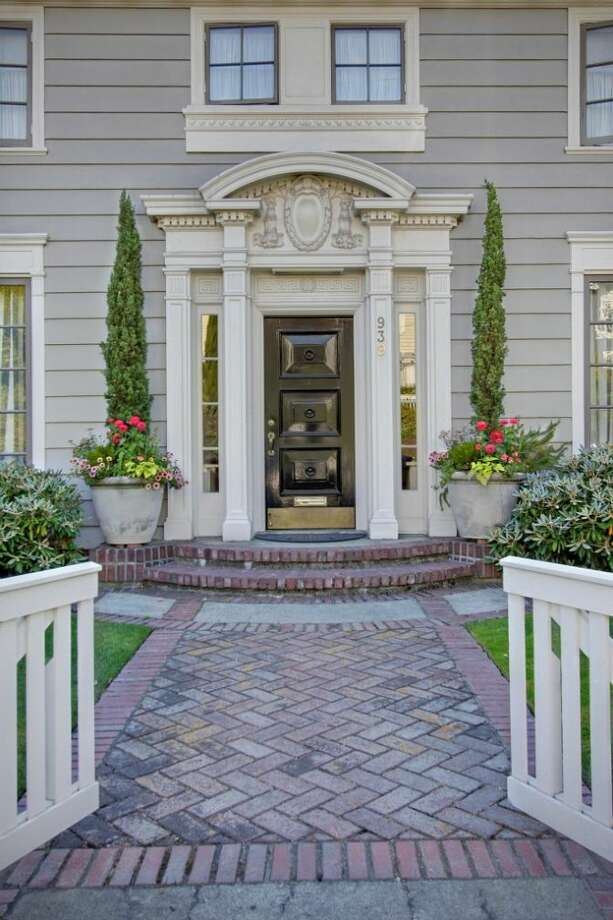 Front of 939 Federal Ave. E. It's listed for $2.7 million. Photo: Courtesy Ann Dover, Cliff Tanner, Windermere Real Estate
