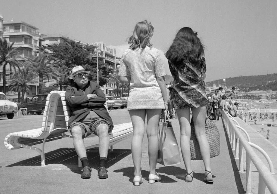 A retired man (L) looks toward two girls wearing miniskirts, July 13, 1969 in Nice. Photo: STAFF, AFP/Getty Images