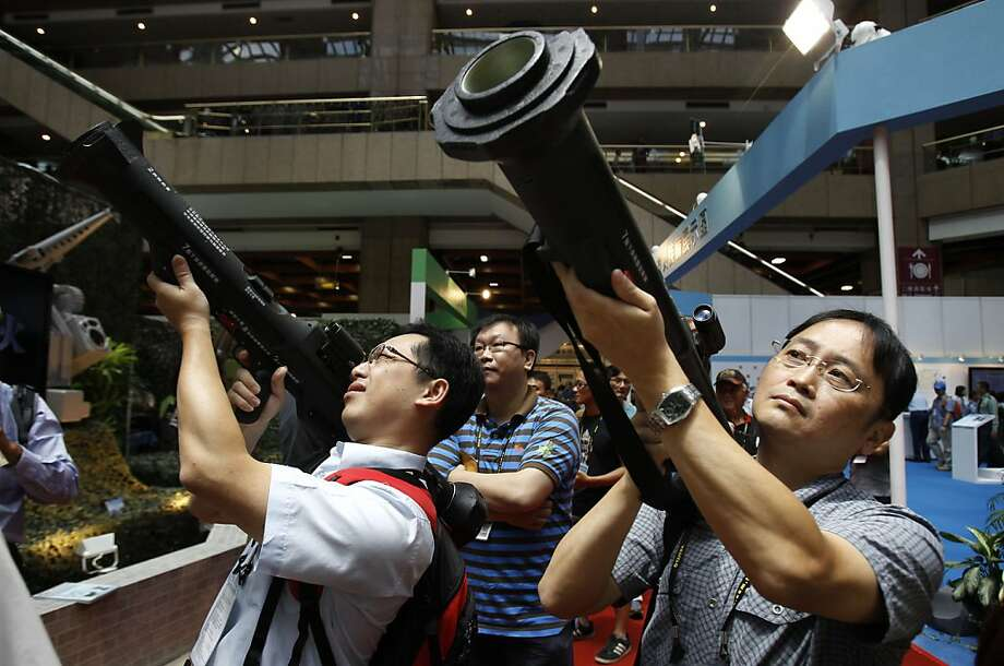 There goes the information booth:Visitors to the Taiwan Aerospace & Defense Technology Expo in Taiwan find out what it's like to aim shoulder-fired Kestrel HEAT Rockets. Photo: Wally Santana, Associated Press