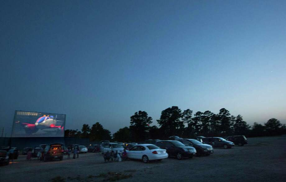The movie begins as the last of the sunlight disappears at the Showboat Drive-in in Hockley. The Showboat is the only drive-in in the Houston area. Photo: Johnny Hanson, Staff / © 2013  Houston Chronicle