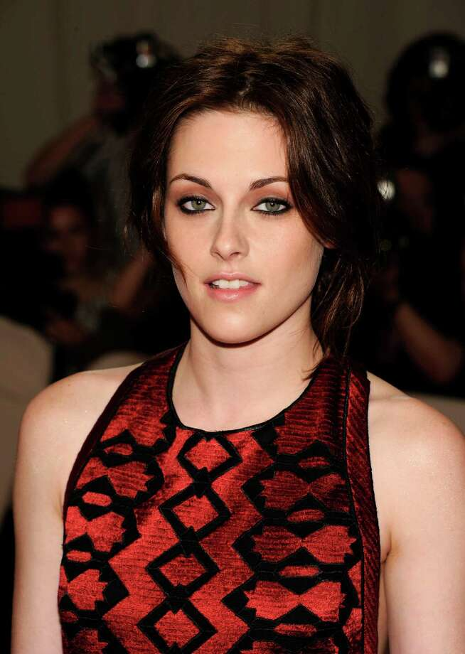 "Actress Kristen Stewart legendary rock goddess Joan Jett in 2010's ""The Runaways"". Photo: I, AP / AGOEV"