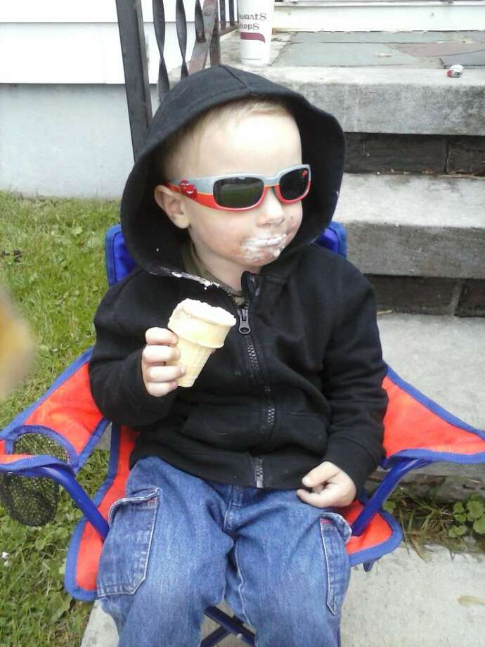 ?Ice cream kid? Giavanni looks quite cool as he enjoys a treat at huis Albany home this summer. (Peter Rock)