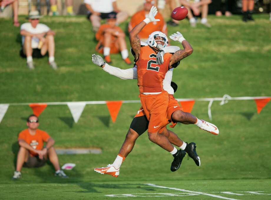 With the UT starters out with injuries, sophomore receiver Kendall Sanders can display his skills. Photo: Ricardo B. Brazziell, MBO / Austin American-Statesman