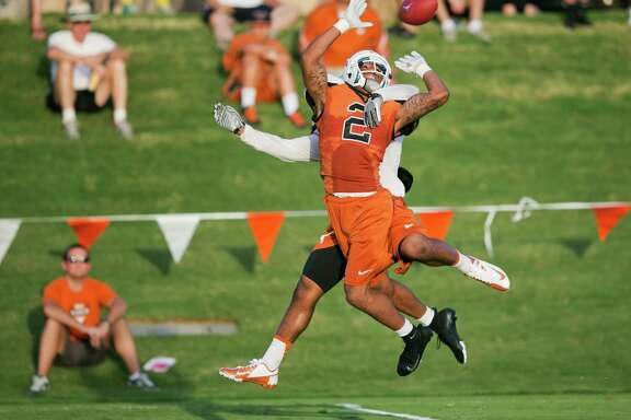 With the UT starters out with injuries, sophomore receiver Kendall Sanders can display his skills.