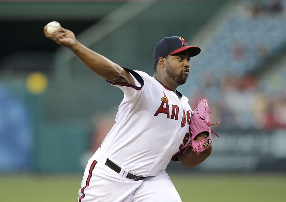 Angels pitcher Jerome Williams delivers a throw to the Astros. Photo: Jae C. Hong, Associated Press