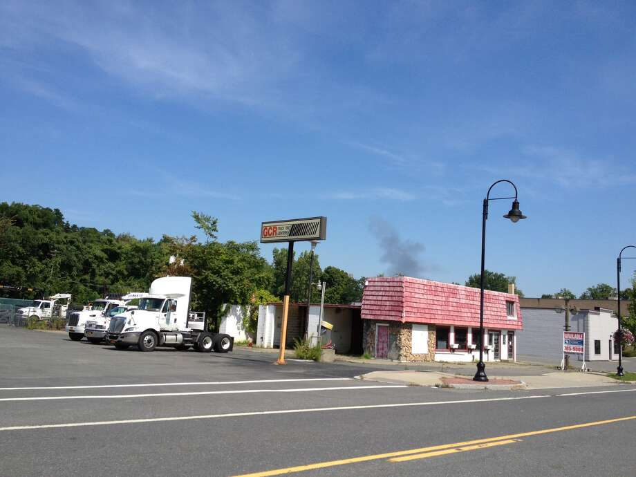 Smoke from fire on Vermont View Drive in Latham can be seen from 787 late Saturday morning, Aug. 17, 2013. (Jordan Carleo-Evangelist/Times Union)