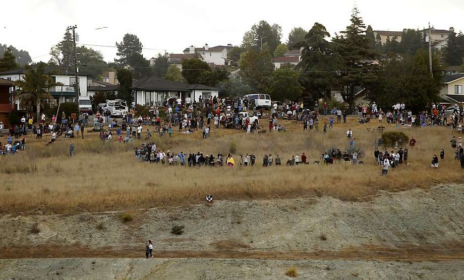 Crowds gather on a nearby hillside to watch as the thirteen story tall Warren Hall building on the Cal State University East Bay campus is prepared to be imploded in Hayward, Ca., Saturday August 17, 2013. Photo: Michael Macor, San Francisco Chronicle