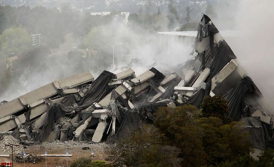 The thirteen story tall Warren Hall building is imploded leaving a pile of rubble on the Cal State University East Bay campus is imploded in Hayward, Ca., Saturday August 17, 2013. Photo: Michael Macor, San Francisco Chronicle