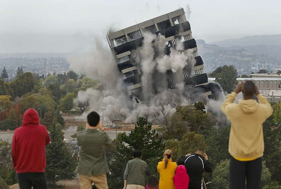 Crowds gather on a nearby hillside to watch as the thirteen story tall Warren Hall building on the Cal State University East Bay campus is imploded in Hayward, Ca., Saturday August 17, 2013. Photo: Michael Macor, San Francisco Chronicle