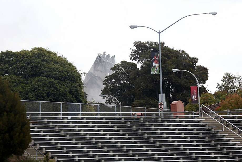 A portion of the building still stood after the California State University East Bay building Warren Hall imploded on campus in Hayward, Calif. on August 17, 2013. Photo: Ian C. Bates, The Chronicle