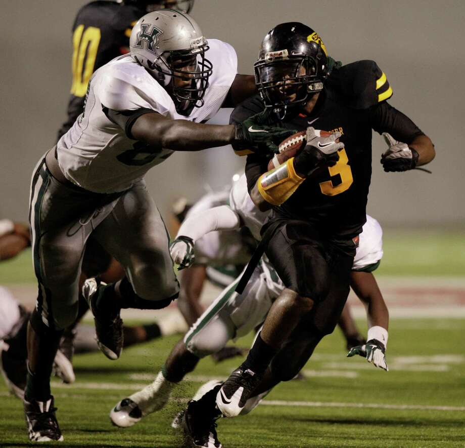 Eisenhower running back Donald Catalon (3) has the ability to break away from would-be tacklers. Photo: Brett Coomer, HC Staff / © 2011 Houston Chronicle