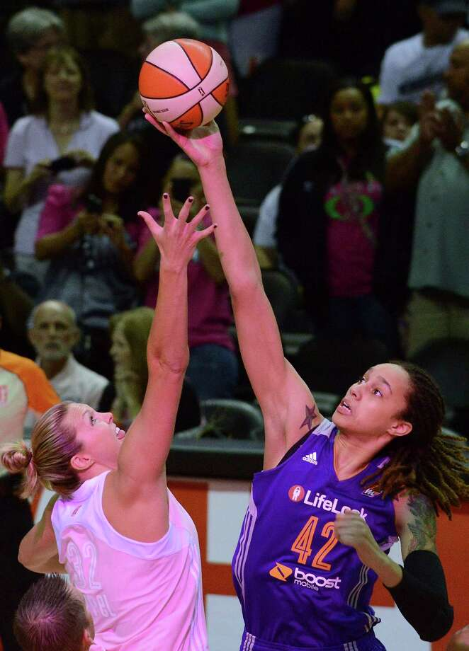 Jayne Appel of the San Antonio Silver Stars, left, and Brittney Griner of the Phoenix Mercury battle for the opening tip during WNBA action at the AT&T Center on Saturday, Aug. 17, 2013. Photo: Billy Calzada, San Antonio Express-News / San Antonio Express-News