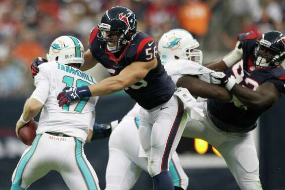 Linebacker Brian Cushing, right, trying to wrap up Dolphins QB Ryan Tannehill, took part in 10 plays and made one tackle.