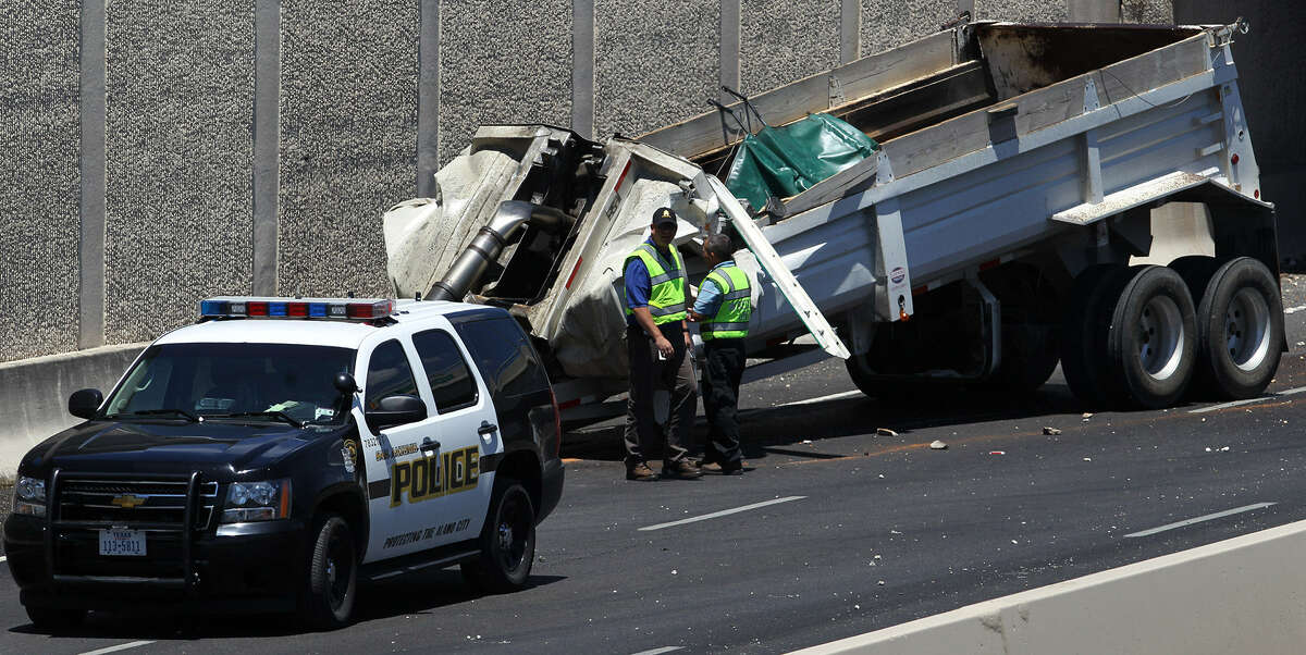 The southbound lanes of U.S. 281 near Loop 1604 were closed for more than a day after a trailer owned by B&E Transport slammed into the bottom of the Henderson Pass overpass.