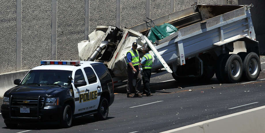 The southbound lanes of U.S. 281 near Loop 1604 were closed for more than a day after a trailer owned by B&E Transport slammed into the bottom of the Henderson Pass overpass. Photo: John Davenport / San Antonio Express-News
