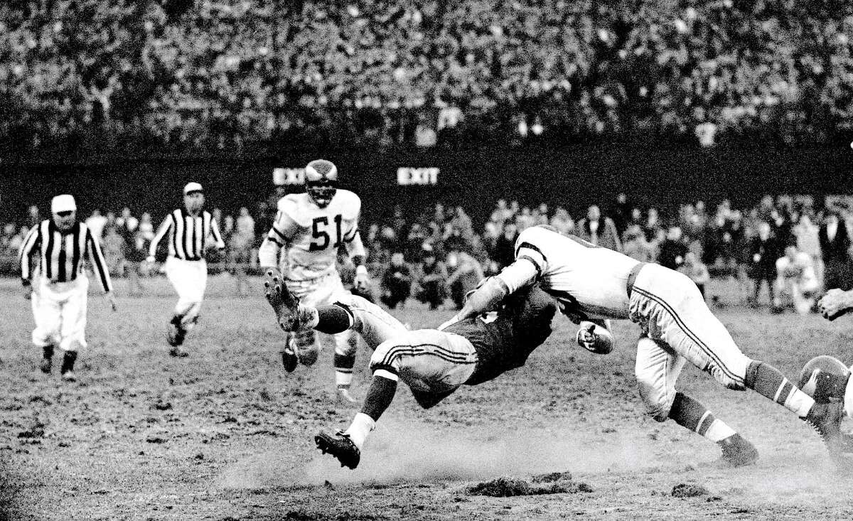 Eagles linebacker Chuck Bednarik (right) clotheslines the Giants' Frank Gifford in 1960, knocking him unconscious.