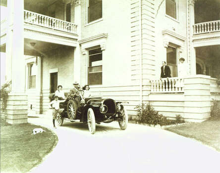 David Woodward steers of one of the city's first autos in this circa 1906 photo of his home, now the Woman's Club headquarters. Photo: Courtesy Photo / Woman's Club Of San Antonio
