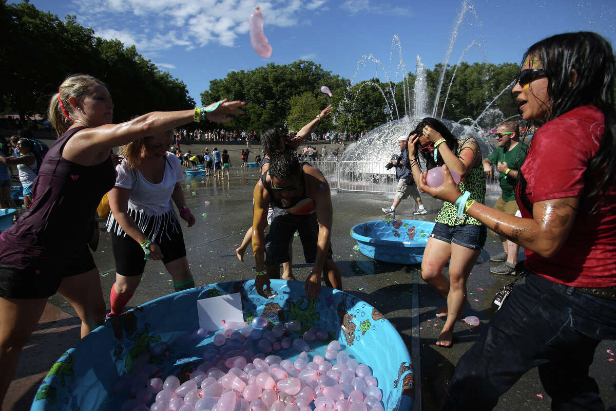 The battle begins during an attempt to set a Guinness World Record for the largest water balloon fight. The group of 4,256 human water balloon cannons were unable to smash the previous record of 8,957.