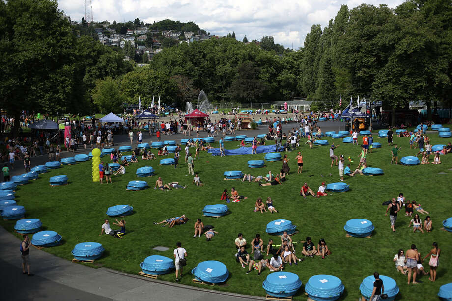 The battlefield is shown during an attempt to set a Guinness World Record for the largest water balloon fight. Photo: JOSHUA TRUJILLO, SEATTLEPI.COM / SEATTLEPI.COM
