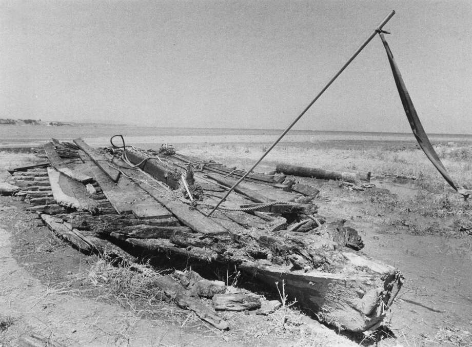 A 52-foot schooner is pulled out of the mudflats. May 17, 1976. Photo: Vincent Maggiora, The Chronicle