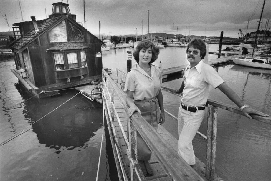 Terri and Bill Cooper with their floating house at Redrock marina. September 5, 1978. Photo: Gary Fong, The Chronicle