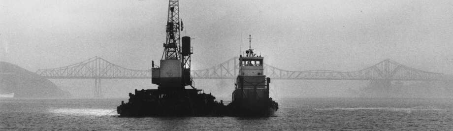 Crowley Co. boats: Barge at left called DB-17 and at right a pusher tugboat, very similar to the one that went down, named the San Joaquin River. Background is the Carquinez Straights bridge. January 6, 1985. Photo: Tom Levy, The Chronicle