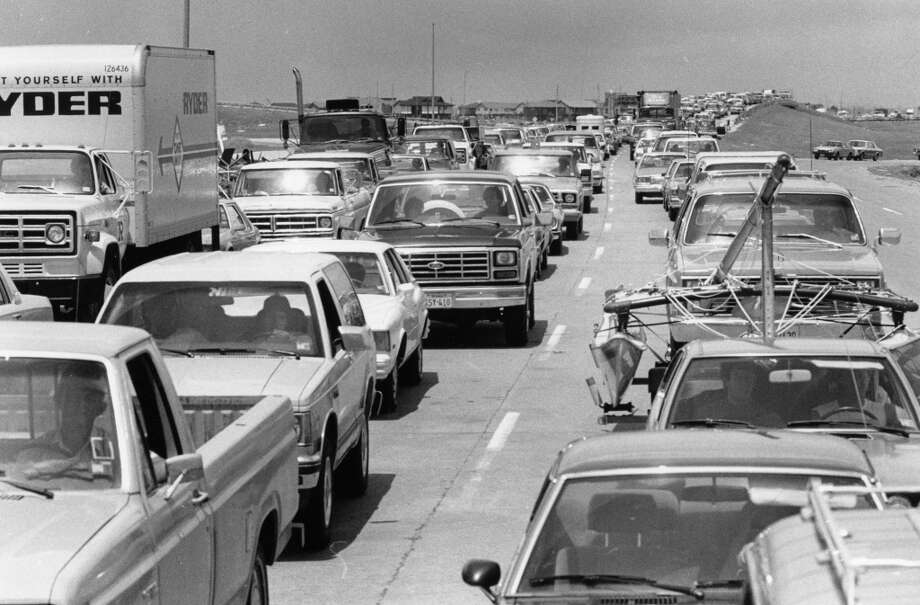 Traffic slows into Galveston on I-45 as officers check identifications of residents,  August 19, 1983. Photo: King Chou Wong, Houston Post