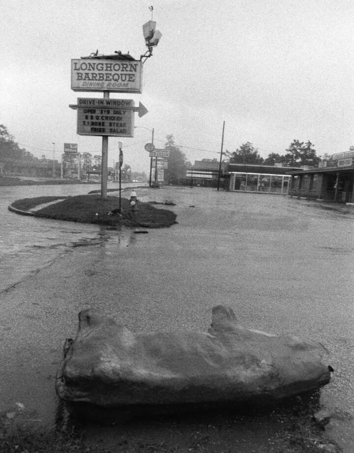 Damage to Longhorn Barbecue off Gessner, August 1983. Photo: Sam C. Pierson Jr., Houston Chronicle