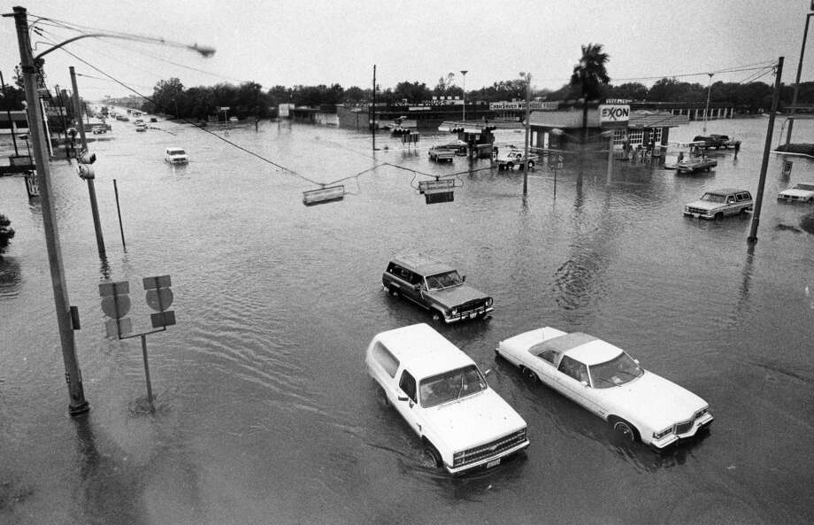 West Mt. Houston and North Freeway, looking west, August 18, 1983. Photo: Fred Bunch, Houston Post