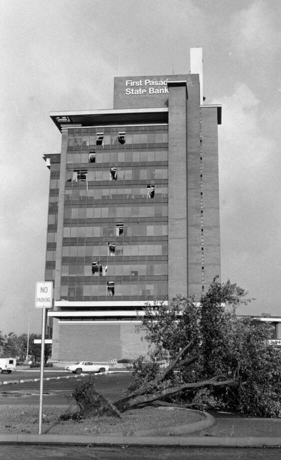 First Pasadena State Bank building, August 19, 1983. Photo: Reagan Atkinson, Houston Post