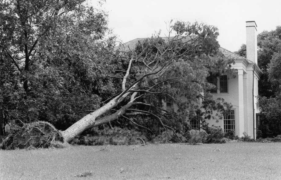 House on Sleepy Hollow in River Oaks. Photo: Craig Hartley, Houston Post