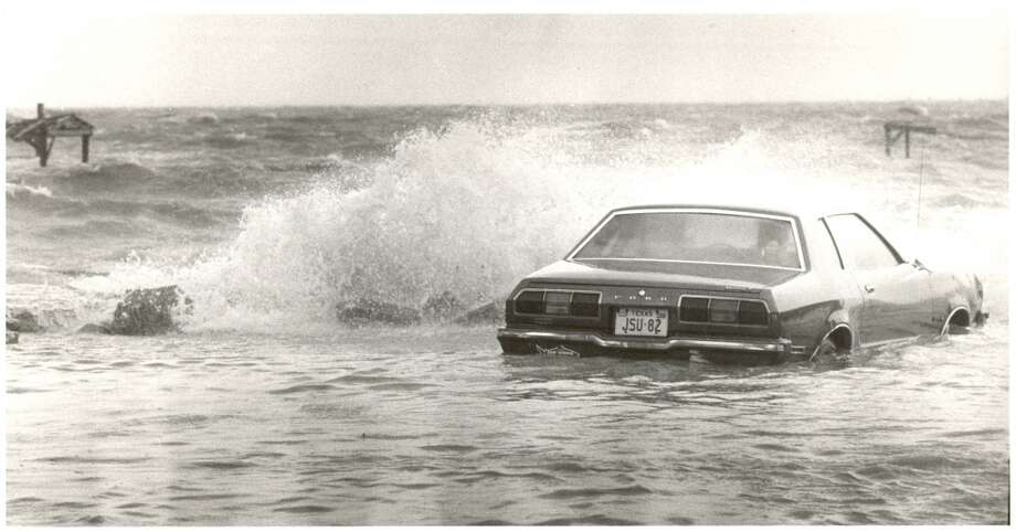 Flooding along Todville Road in Seabrook, August 17, 1983. Photo: Ben DeSoto, Houston Chronicle