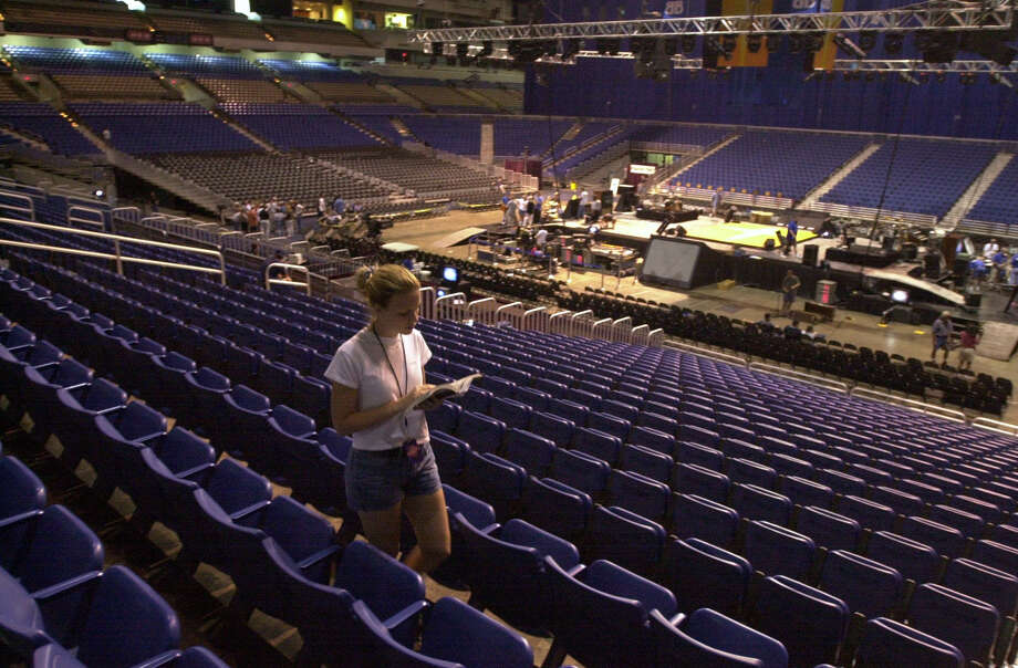 The Alamodome has 65,000 seats, and if you lined them up side-by-side, they would stretch from San Antonio to La Vernia — about 25 miles.Related Slideshow: Alamodome over the years Photo: ROBERT MCLEROY, San Antonio Express-News / SAN ANTONIO EXPRESS-NEWS