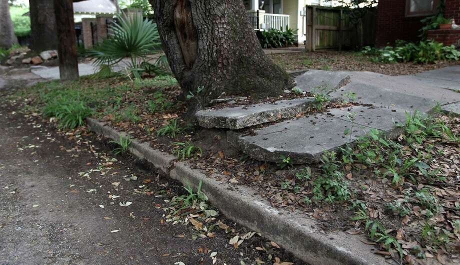 Houston's system for making sidewalks walkable no longer works. Photo: Karen Warren, Staff / © 2013 Houston Chronicle