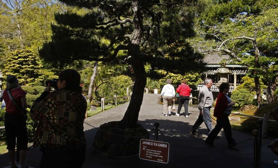Get in early at the Japanese Tea Garden in Golden Gate Park, which is free before 10 a.m. on Monday, Wednesday, and Friday. Photo: Kurt Rogers, SFC
