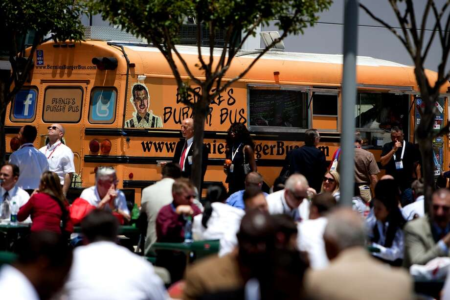 Bernie's Burger Bus is a popular hamburger truck. Photo: Cody Duty, Houston Chronicle