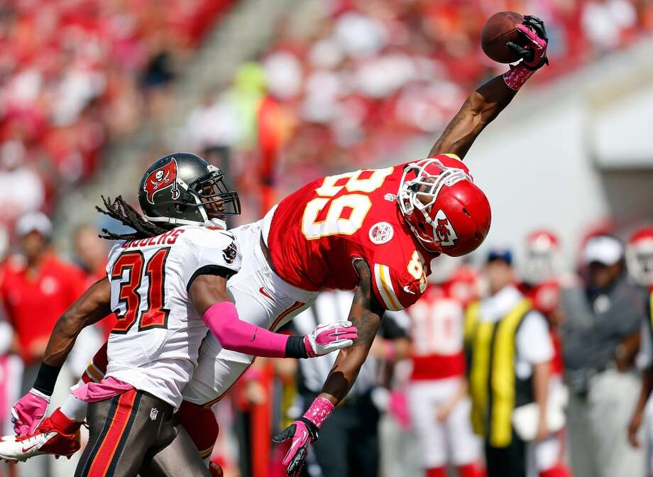 Receiver Jon Baldwin #89 of the Kansas City Chiefs cannot come up with this pass as defender E.J. Biggers #31 of the Tampa Bay Buccaneers looks on during the game at Raymond James Stadium on October 14, 2012 in Tampa, Florida. Photo: J. Meric, Getty Images