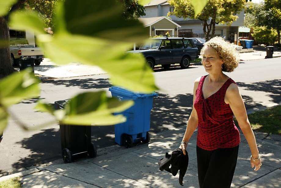 Sally Albert, who found motivation to exercise through an app, takes a walk in San Carlos during her lunch break. Photo: Rohan Smith, The Chronicle