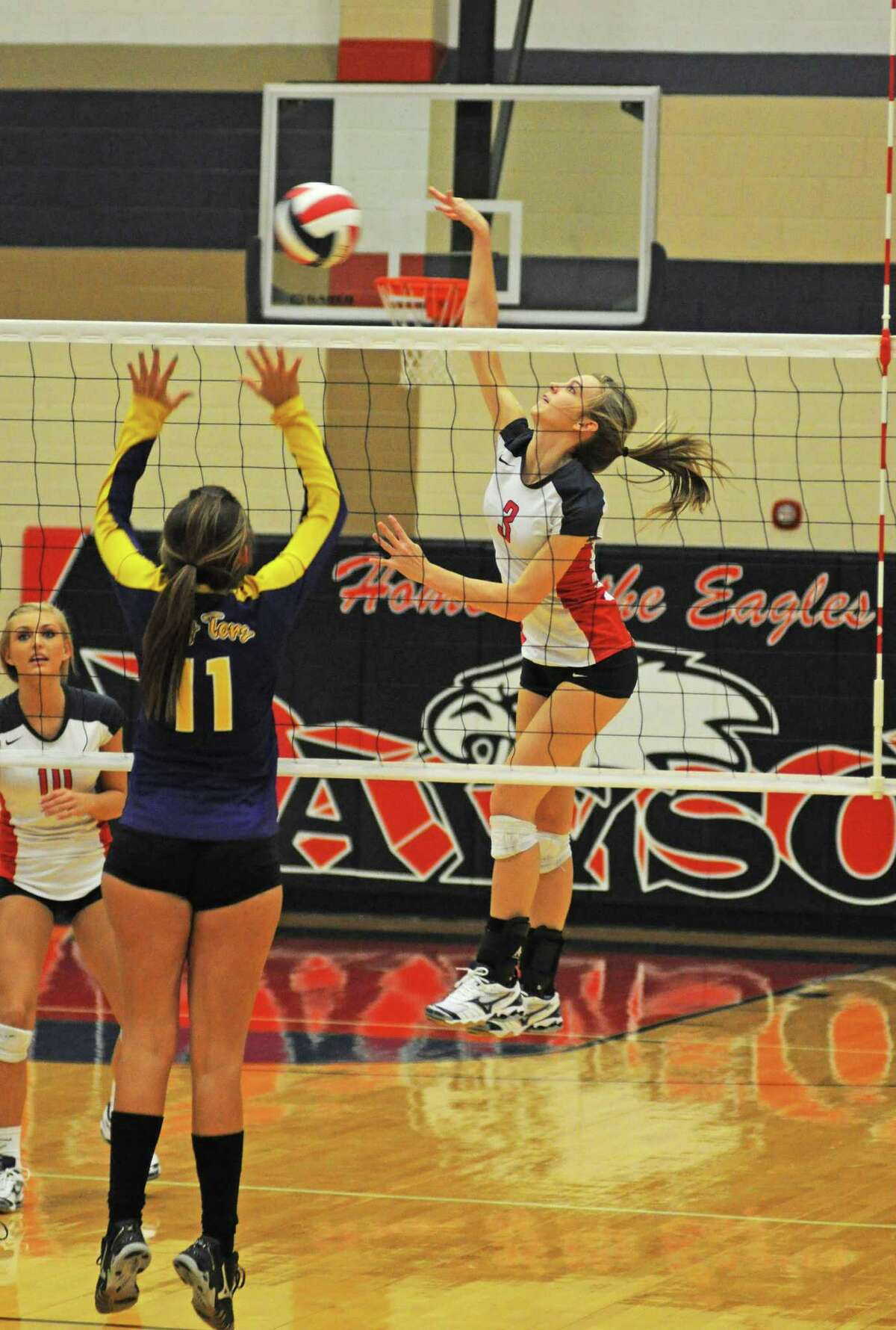 Dawson's Kelsey Ediger (3) is one of the reasons the Lady Eagles are off to a 7-3 start.