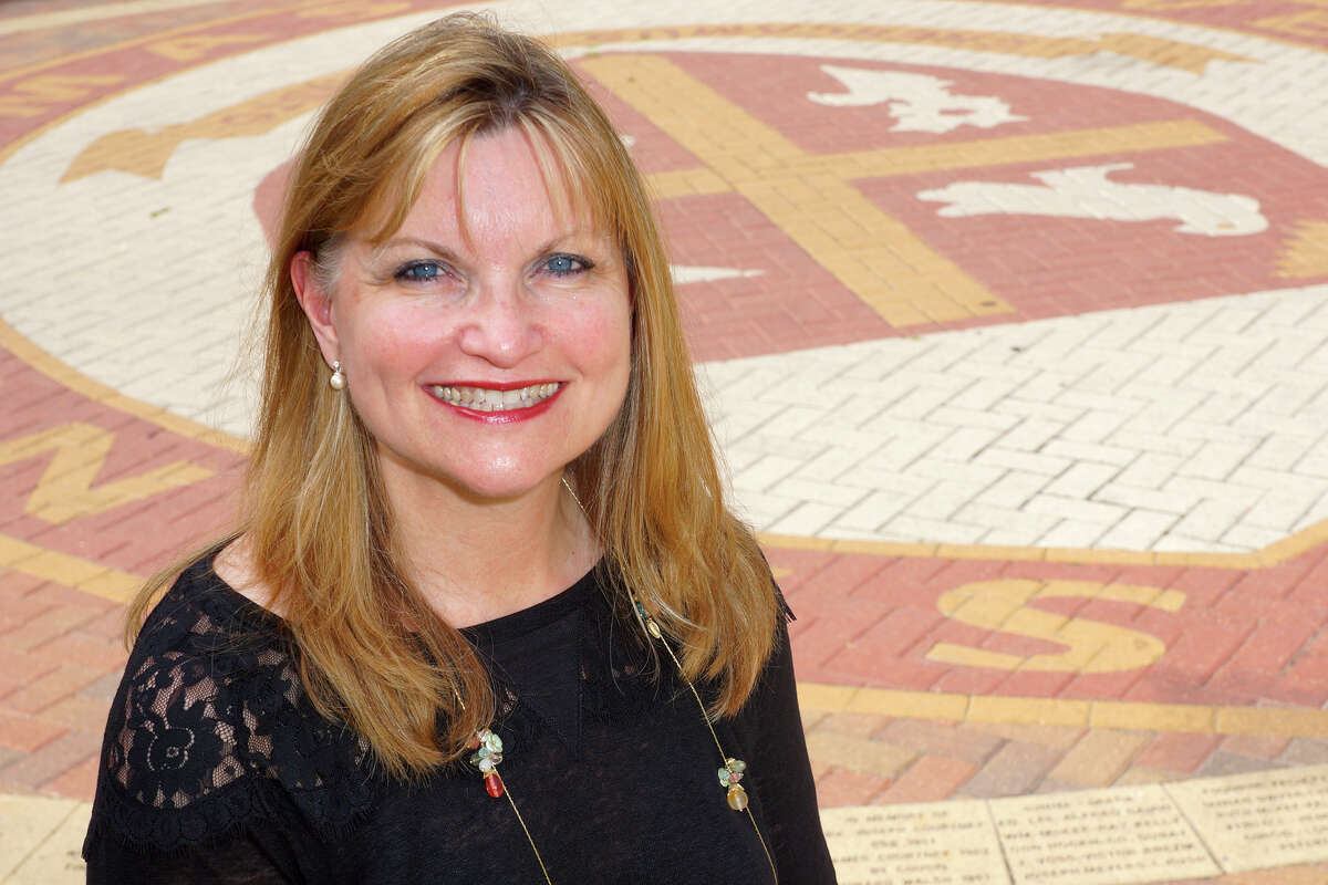 Susan Mathis, a teacher at the John Cooper School, received the Distinguished Action Research Award from the University of St. Thomas.