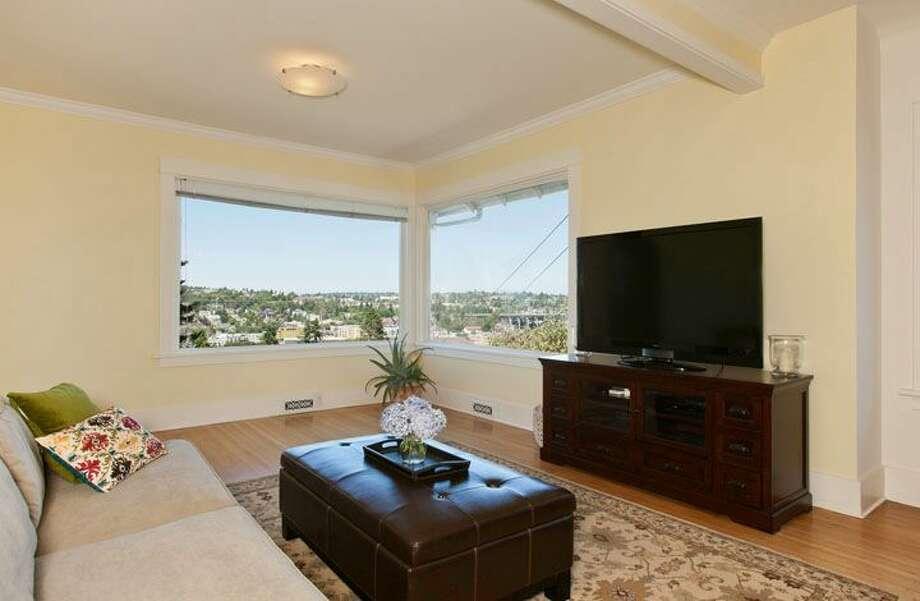 Living room of 109 Newell St. It's listed for $595,000. Photo: Courtesy Ellen Gillette, Windermere Real Estate