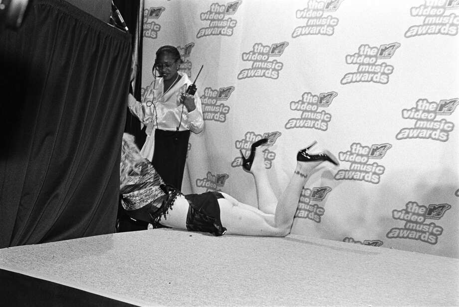1995: Courtney Love is dragged off the press podium backstage. Photo: Catherine McGann, Getty Images / Catherine McGann