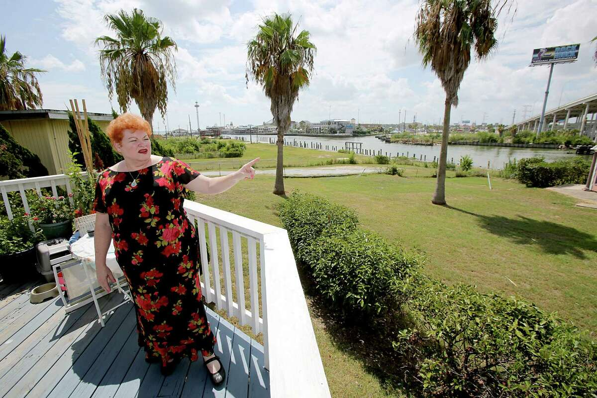 Delaina Hanssen, owner of a bed and breakfast and longtime resident, talks about her property line and how hurricane Ike washed out Seabrook.