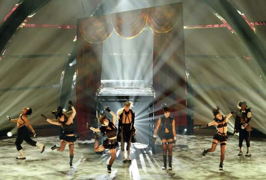 "SO YOU THINK YOU CAN DANCE: The top 8 contestants perform a group dance routine to ""Move To The Ocean"" choreographed by Mia Michaels on SO YOU THINK YOU CAN DANCE airing Tuesday, August 20 (8:00-10:00 PM ET/PT) on FOX. ©2013 FOX Broadcasting Co. Cr: Adam Rose"