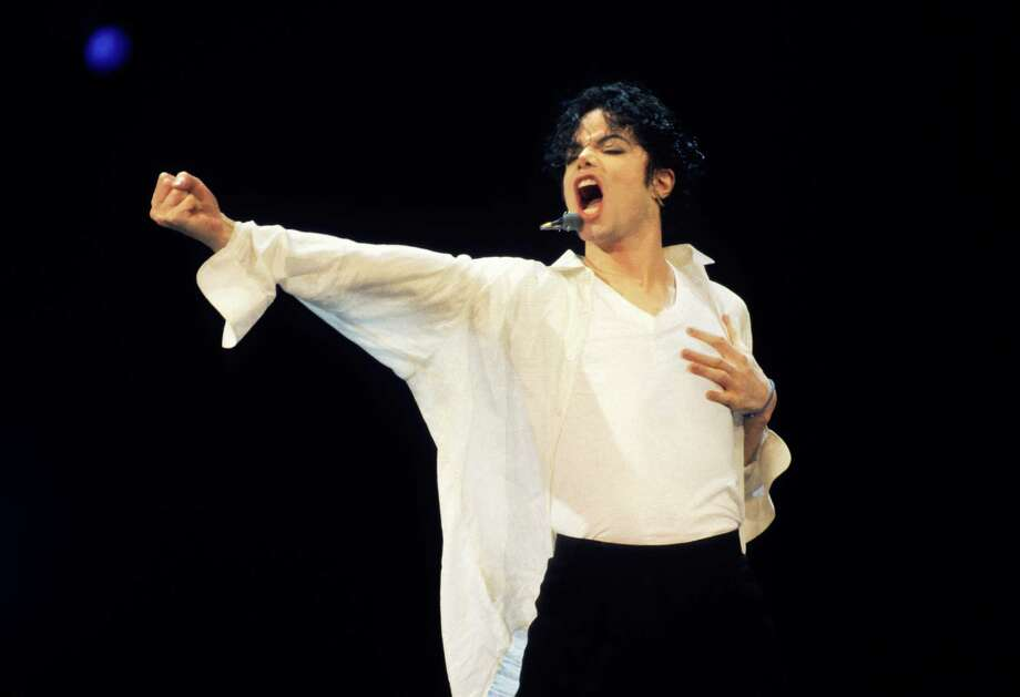1995:  Michael Jackson performs. Photo: Kevin Mazur, WireImage / 2009 Kevin Mazur